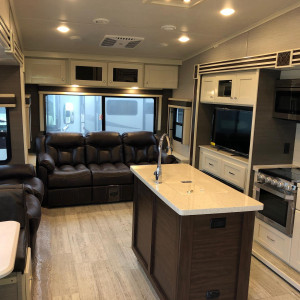 luxury mid profile 5th wheel
